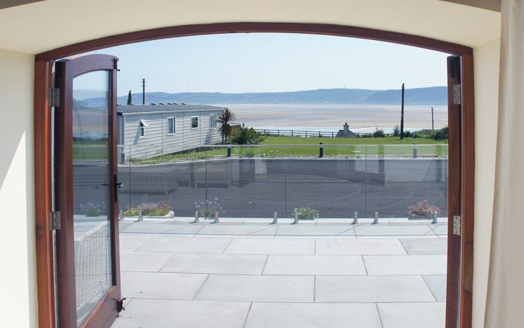 Holiday let with sea view